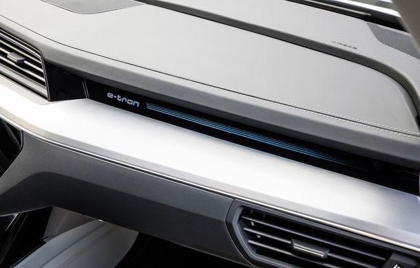 Primele imagini cu interiorul lui Audi e-tron: SUV-ul electric are 5 ecrane, dintre care două pentru camerele care înlocuiesc oglinzile - Poza 20