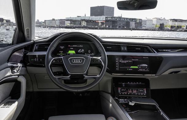 Primele imagini cu interiorul lui Audi e-tron: SUV-ul electric are 5 ecrane, dintre care două pentru camerele care înlocuiesc oglinzile - Poza 7