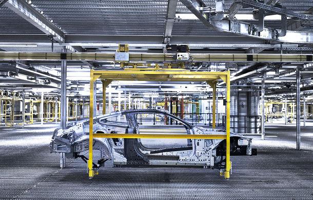 BMW a început producția noului Seria 8 Coupe: modelul constructorului bavarez este asamblat în cadrul fabricii din Dingolfing, Germania - Poza 2