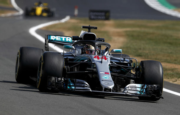 Hamilton, pole position la Silverstone în fața lui Vettel pentru numai 0.044 secunde! Raikkonen și Bottas, pe a doua linie a grilei - Poza 1