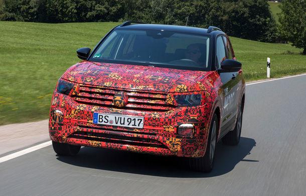 Volkswagen scoate în evidență atuurile lui T-Cross cu ajutorul unui teaser video: portbagaj de până la 455 de litri și sisteme de siguranță moderne - Poza 1
