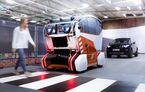 """Jaguar Land Rover testează un nou tip de vehicule autonome: tehnologia """"virtual eyes"""" studiază reacțiile pietonilor înainte ca aceștia să traverseze pe trecere"""