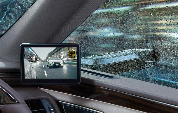 Lexus introduce camere video în loc de oglinzi laterale pe sedanul ES: imaginile, afișate în interiorul mașinii pe ecrane de 5 inch - Poza 3