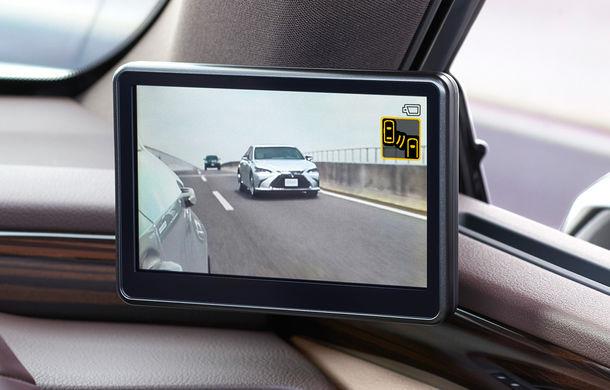 Lexus introduce camere video în loc de oglinzi laterale pe sedanul ES: imaginile, afișate în interiorul mașinii pe ecrane de 5 inch - Poza 4