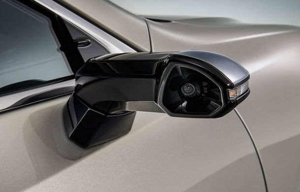 Lexus introduce camere video în loc de oglinzi laterale pe sedanul ES: imaginile, afișate în interiorul mașinii pe ecrane de 5 inch - Poza 6
