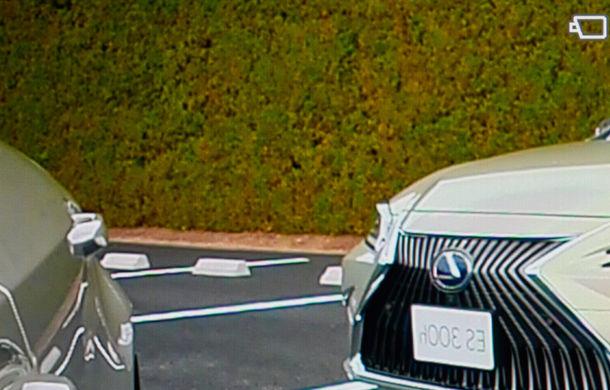 Lexus introduce camere video în loc de oglinzi laterale pe sedanul ES: imaginile, afișate în interiorul mașinii pe ecrane de 5 inch - Poza 9