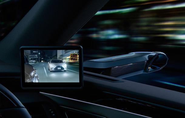 Lexus introduce camere video în loc de oglinzi laterale pe sedanul ES: imaginile, afișate în interiorul mașinii pe ecrane de 5 inch - Poza 1