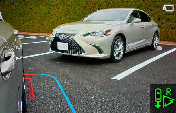 Lexus introduce camere video în loc de oglinzi laterale pe sedanul ES: imaginile, afișate în interiorul mașinii pe ecrane de 5 inch - Poza 10