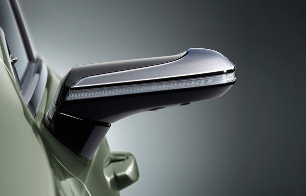 Lexus introduce camere video în loc de oglinzi laterale pe sedanul ES: imaginile, afișate în interiorul mașinii pe ecrane de 5 inch - Poza 5