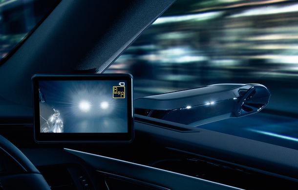 Lexus introduce camere video în loc de oglinzi laterale pe sedanul ES: imaginile, afișate în interiorul mașinii pe ecrane de 5 inch - Poza 2