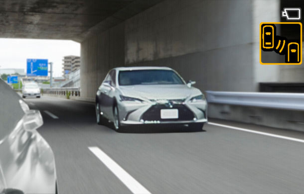Lexus introduce camere video în loc de oglinzi laterale pe sedanul ES: imaginile, afișate în interiorul mașinii pe ecrane de 5 inch - Poza 7