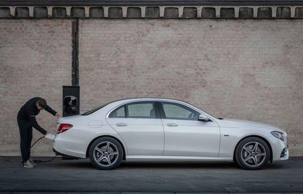 Mercedes-Benz Clasa E primește noi versiuni cu sistem hibrid de propulsie: până la 320 CP și autonomie în modul electric de 54 de kilometri - Poza 20