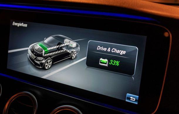 Mercedes-Benz Clasa E primește noi versiuni cu sistem hibrid de propulsie: până la 320 CP și autonomie în modul electric de 54 de kilometri - Poza 12