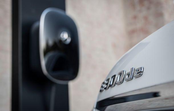 Mercedes-Benz Clasa E primește noi versiuni cu sistem hibrid de propulsie: până la 320 CP și autonomie în modul electric de 54 de kilometri - Poza 23