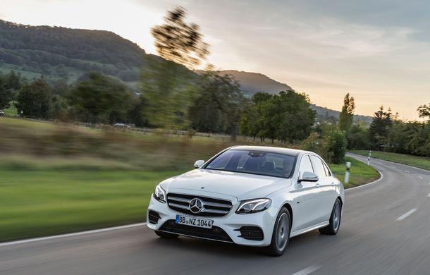 Mercedes-Benz Clasa E primește noi versiuni cu sistem hibrid de propulsie: până la 320 CP și autonomie în modul electric de 54 de kilometri - Poza 17