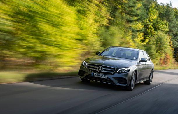 Mercedes-Benz Clasa E primește noi versiuni cu sistem hibrid de propulsie: până la 320 CP și autonomie în modul electric de 54 de kilometri - Poza 2