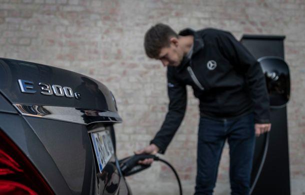 Mercedes-Benz Clasa E primește noi versiuni cu sistem hibrid de propulsie: până la 320 CP și autonomie în modul electric de 54 de kilometri - Poza 28