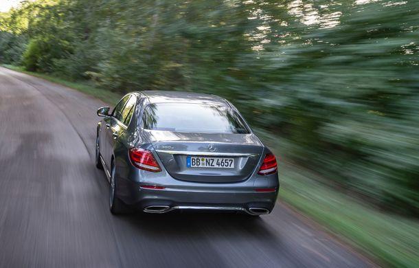 Mercedes-Benz Clasa E primește noi versiuni cu sistem hibrid de propulsie: până la 320 CP și autonomie în modul electric de 54 de kilometri - Poza 5