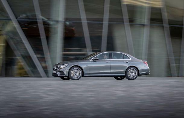Mercedes-Benz Clasa E primește noi versiuni cu sistem hibrid de propulsie: până la 320 CP și autonomie în modul electric de 54 de kilometri - Poza 6