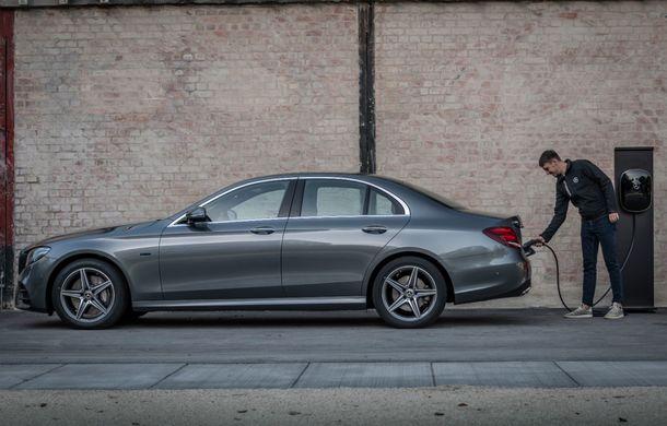 Mercedes-Benz Clasa E primește noi versiuni cu sistem hibrid de propulsie: până la 320 CP și autonomie în modul electric de 54 de kilometri - Poza 10