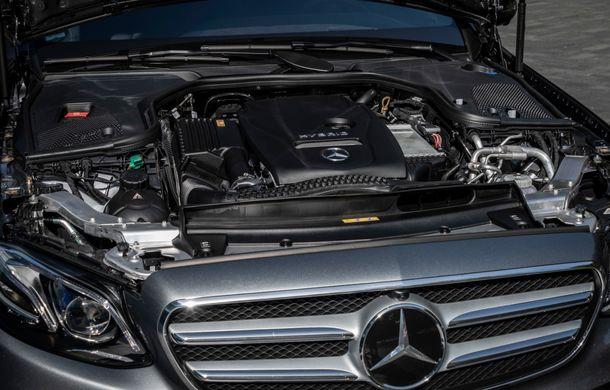 Mercedes-Benz Clasa E primește noi versiuni cu sistem hibrid de propulsie: până la 320 CP și autonomie în modul electric de 54 de kilometri - Poza 27