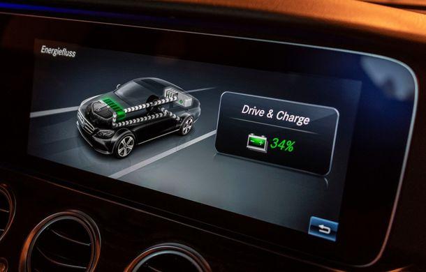 Mercedes-Benz Clasa E primește noi versiuni cu sistem hibrid de propulsie: până la 320 CP și autonomie în modul electric de 54 de kilometri - Poza 11