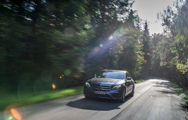 Mercedes-Benz Clasa E primește noi versiuni cu sistem hibrid de propulsie: până la 320 CP și autonomie în modul electric de 54 de kilometri - Poza 3