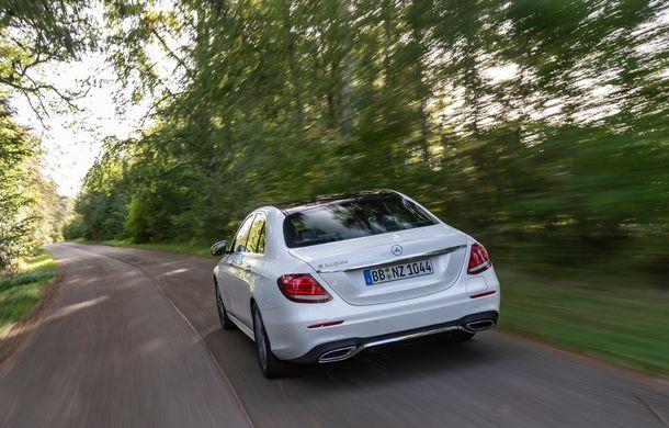 Mercedes-Benz Clasa E primește noi versiuni cu sistem hibrid de propulsie: până la 320 CP și autonomie în modul electric de 54 de kilometri - Poza 16