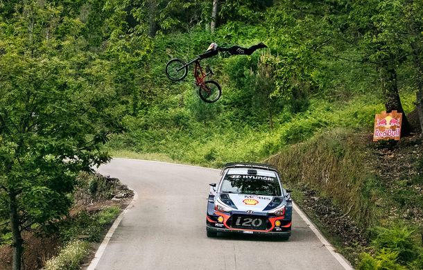 Cursă neobișnuită: un Hyundai i20 WRC și o bicicletă se întrec în inima Portugaliei - Poza 9