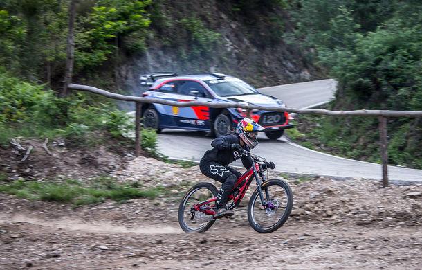 Cursă neobișnuită: un Hyundai i20 WRC și o bicicletă se întrec în inima Portugaliei - Poza 11