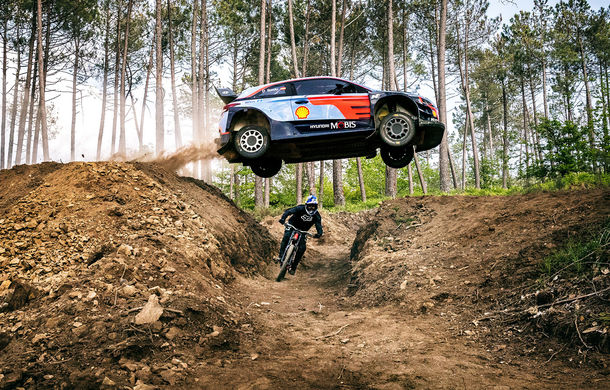 Cursă neobișnuită: un Hyundai i20 WRC și o bicicletă se întrec în inima Portugaliei - Poza 5