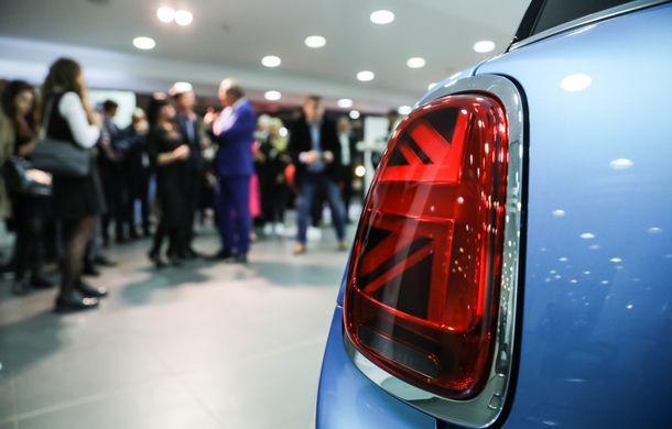 Auto Cobălcescu a inaugurat un showroom Mini în București: evenimentul a fost marcat prin lansarea unui proiect de artă - Poza 10