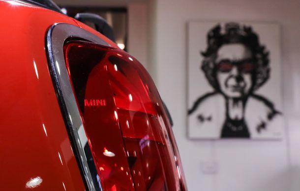 Auto Cobălcescu a inaugurat un showroom Mini în București: evenimentul a fost marcat prin lansarea unui proiect de artă - Poza 12