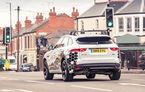 """Jaguar Land Rover se alătură proiectului prin care vei prinde mereu verde la semafor: """"Tehnologia va apărea pe mașini în 3 ani"""""""