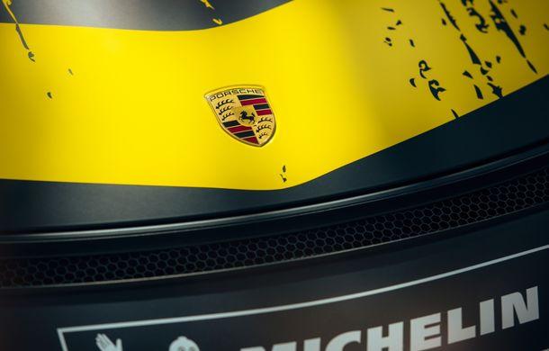 Porsche a prezentat noul 718 Cayman GT4 Clubsport: suspensie preluată de la 911 GT3 Cup și portiere fabricate dintr-un amestec de fibre organice - Poza 11