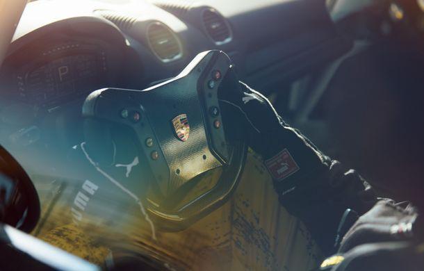 Porsche a prezentat noul 718 Cayman GT4 Clubsport: suspensie preluată de la 911 GT3 Cup și portiere fabricate dintr-un amestec de fibre organice - Poza 17