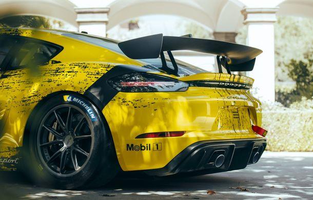 Porsche a prezentat noul 718 Cayman GT4 Clubsport: suspensie preluată de la 911 GT3 Cup și portiere fabricate dintr-un amestec de fibre organice - Poza 12