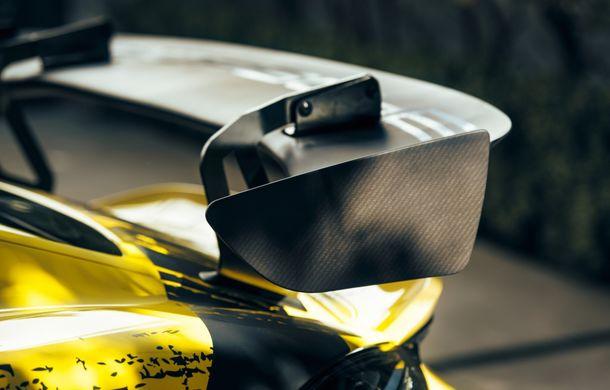 Porsche a prezentat noul 718 Cayman GT4 Clubsport: suspensie preluată de la 911 GT3 Cup și portiere fabricate dintr-un amestec de fibre organice - Poza 15