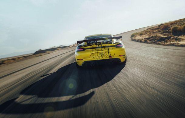 Porsche a prezentat noul 718 Cayman GT4 Clubsport: suspensie preluată de la 911 GT3 Cup și portiere fabricate dintr-un amestec de fibre organice - Poza 8