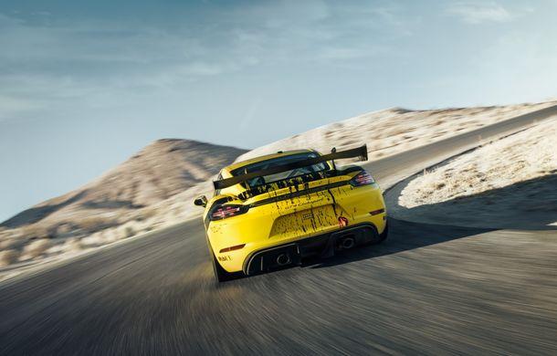 Porsche a prezentat noul 718 Cayman GT4 Clubsport: suspensie preluată de la 911 GT3 Cup și portiere fabricate dintr-un amestec de fibre organice - Poza 7