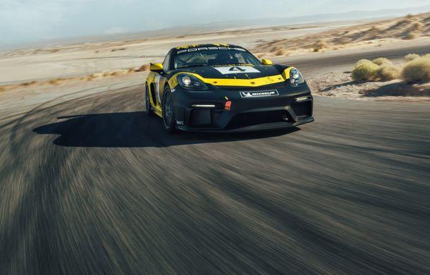 Porsche a prezentat noul 718 Cayman GT4 Clubsport: suspensie preluată de la 911 GT3 Cup și portiere fabricate dintr-un amestec de fibre organice - Poza 2