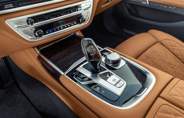 BMW Seria 7 facelift, imagini și detalii oficiale: design revizuit, asistent personal inteligent și motoare îmbunătățite - Poza 45