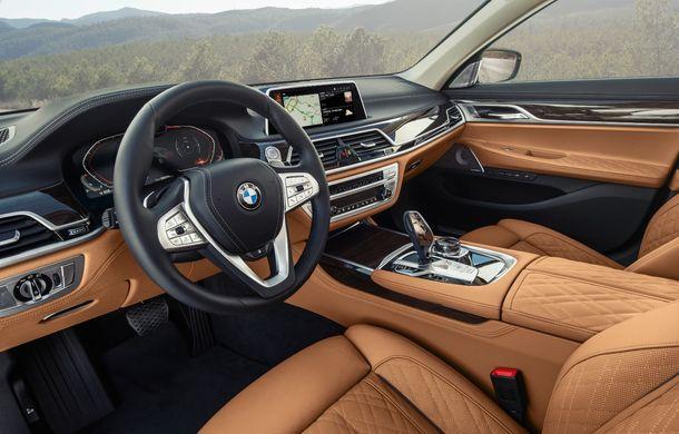 BMW Seria 7 facelift, imagini și detalii oficiale: design revizuit, asistent personal inteligent și motoare îmbunătățite - Poza 44