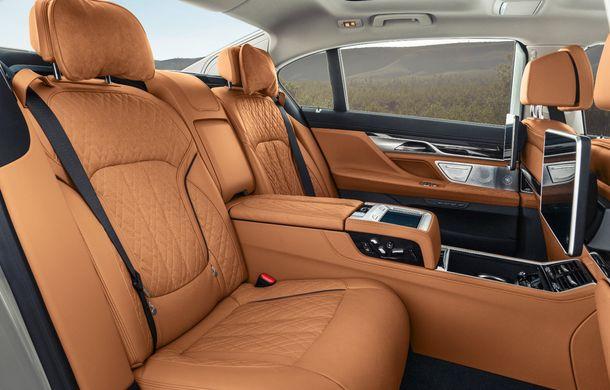 BMW Seria 7 facelift, imagini și detalii oficiale: design revizuit, asistent personal inteligent și motoare îmbunătățite - Poza 50