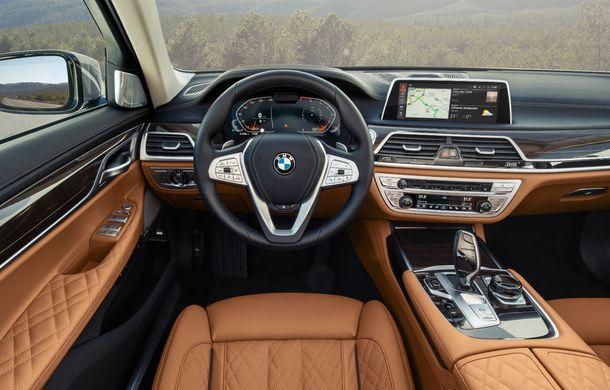 BMW Seria 7 facelift, imagini și detalii oficiale: design revizuit, asistent personal inteligent și motoare îmbunătățite - Poza 43