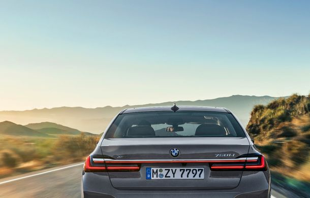 BMW Seria 7 facelift, imagini și detalii oficiale: design revizuit, asistent personal inteligent și motoare îmbunătățite - Poza 32