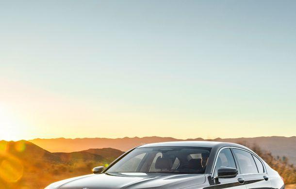 BMW Seria 7 facelift, imagini și detalii oficiale: design revizuit, asistent personal inteligent și motoare îmbunătățite - Poza 9