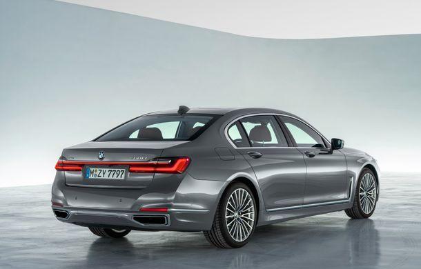 BMW Seria 7 facelift, imagini și detalii oficiale: design revizuit, asistent personal inteligent și motoare îmbunătățite - Poza 25