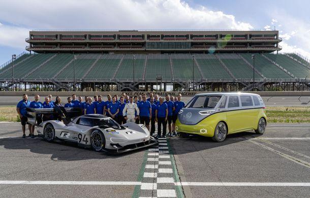 "Volkswagen vrea un nou record pe Nurburgring: francezul Romain Dumas va ataca ""Iadul Verde"" cu prototipul electric ID R - Poza 4"