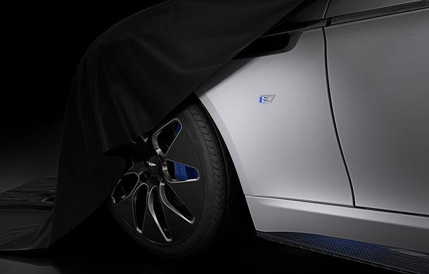 Aston Martin Rapide E, mai aproape de realitate: britanicii au publicat un clip cu prototipul primului model electric din istoria companiei - Poza 1